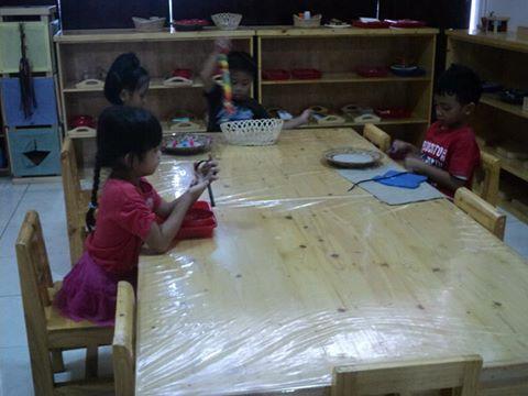 Momong, Among, dan Ngemong.. Pendidikan yang tidak memaksa; walaupun hanya sekedar memimpin kadang-k...